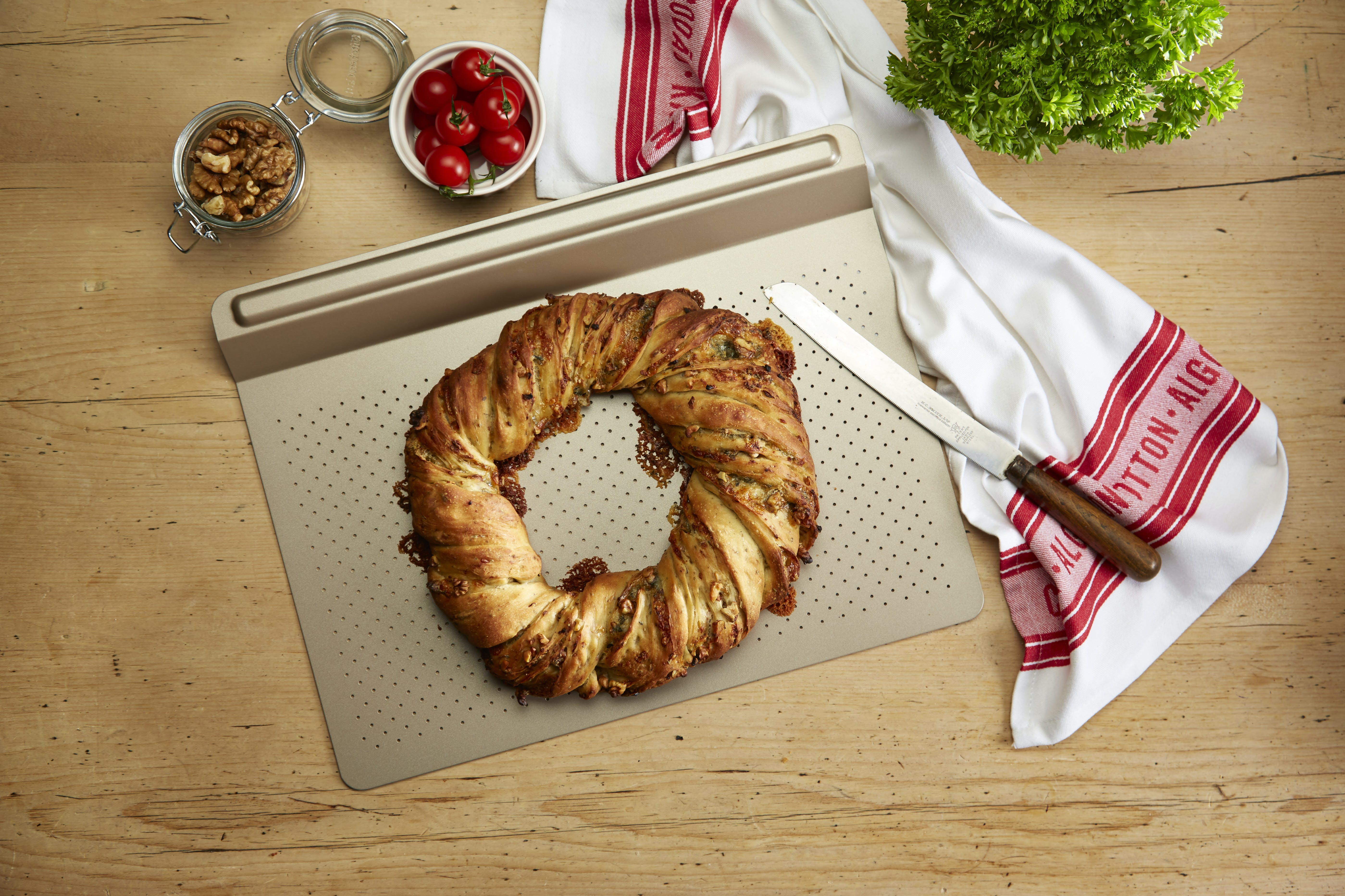 Paul Hollywood's Savoury brioche couronne