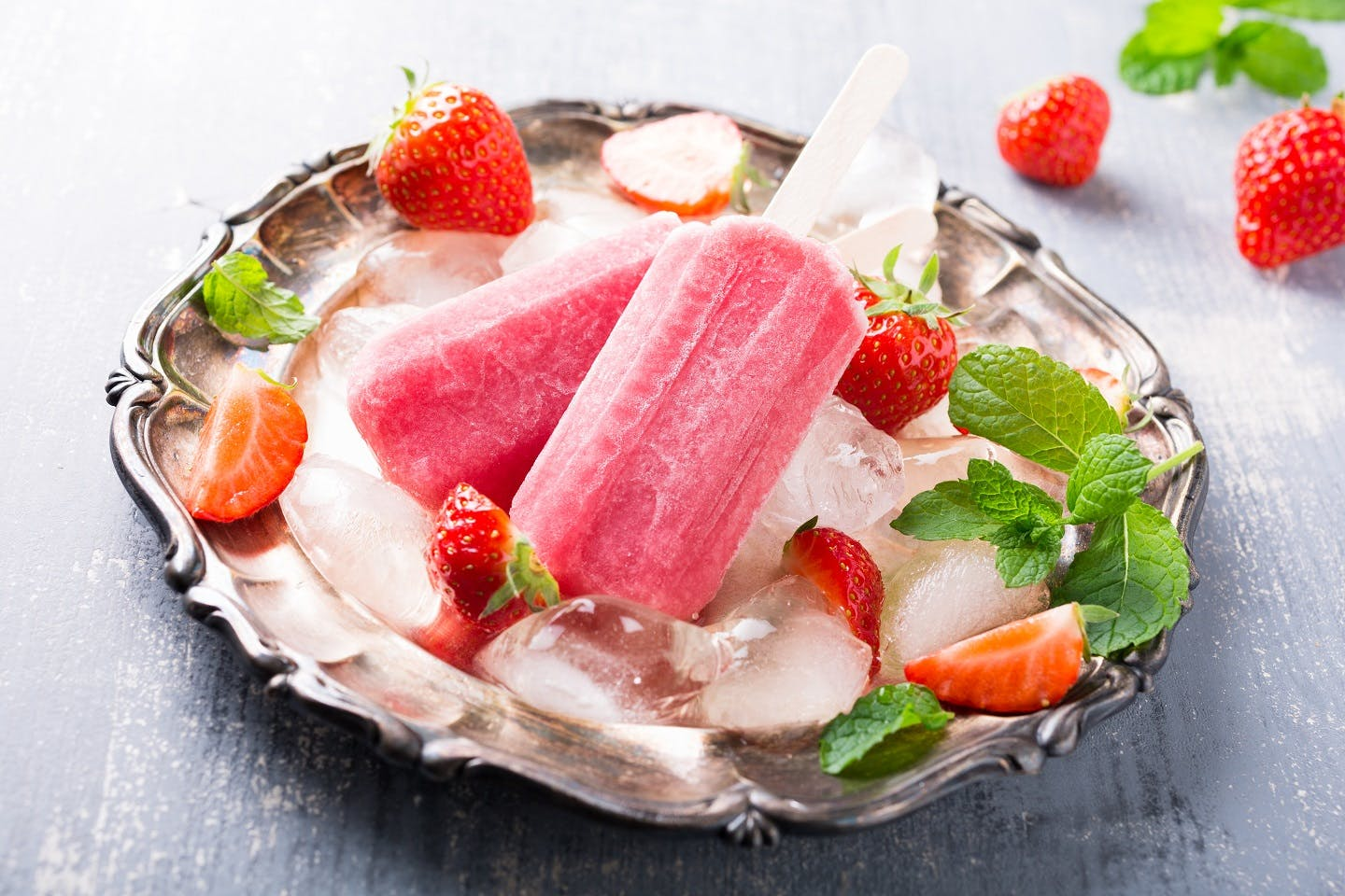 Strawberry and Prosecco Lollies